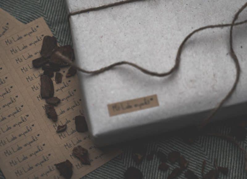 Holzboxen mit individueller Gravur und USB Stick Holzboxen individuell graviert für Fotos Natürlich Verpacken meine Holzboxen individuell graviert für Fotografen Videografen Kreativ Verpacken Wedding Box Eure Holzgeschenkbox Jenn und Sascha Mister and Misses Woodbox